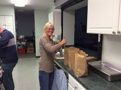 Pat-Howe-packing-lunches)10-4-14.jpg